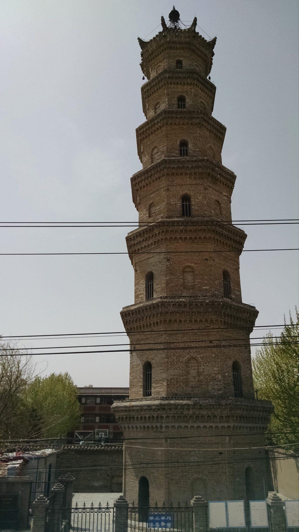 与亳州八中一墙之隔的薛阁塔