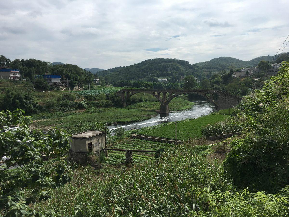 杨粲墓旁边的石桥