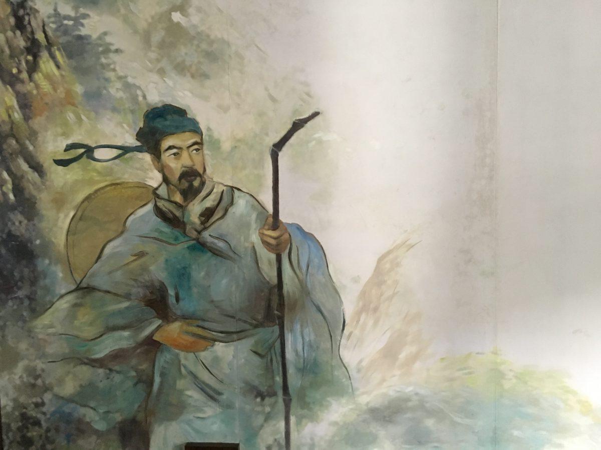 东侧房间南屋有徐霞客的画像和游览线路图。