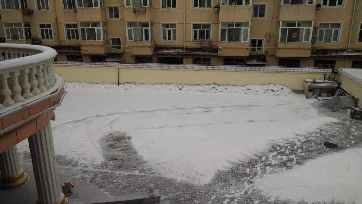 临走的早上发现鄂尔多斯下起了雪