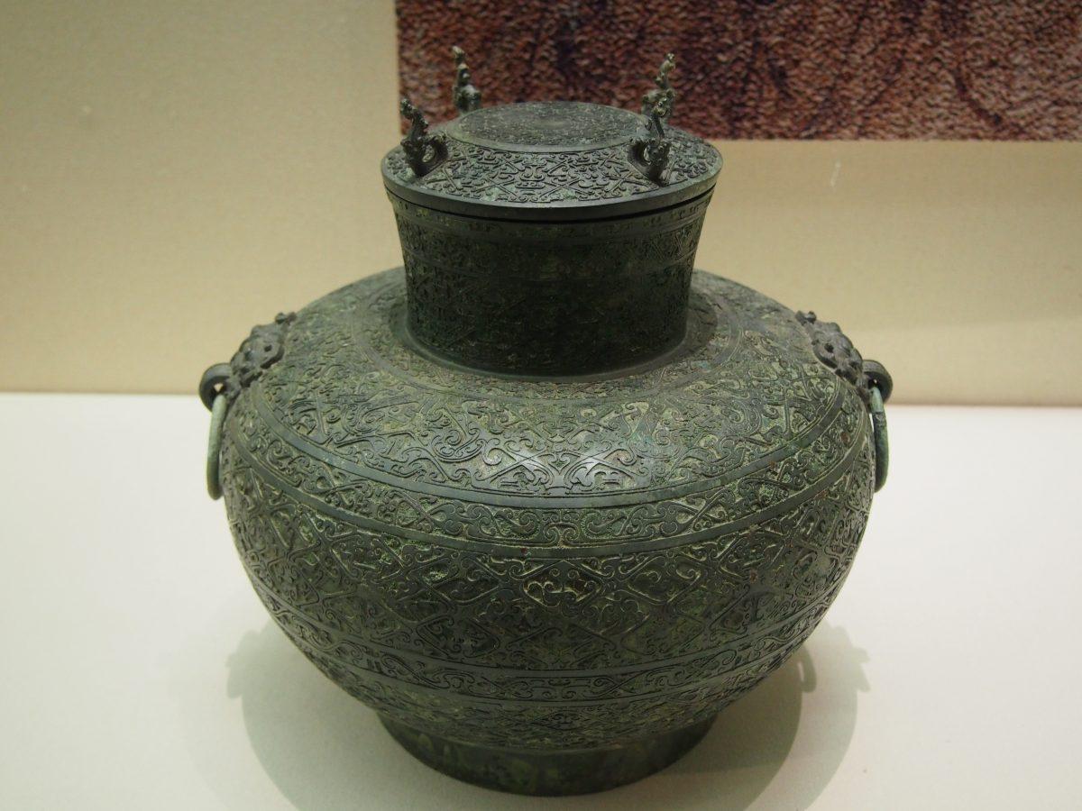 云纹青铜壶