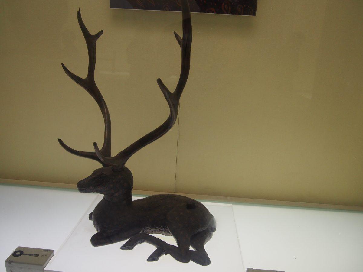 曾侯乙漆木卧鹿