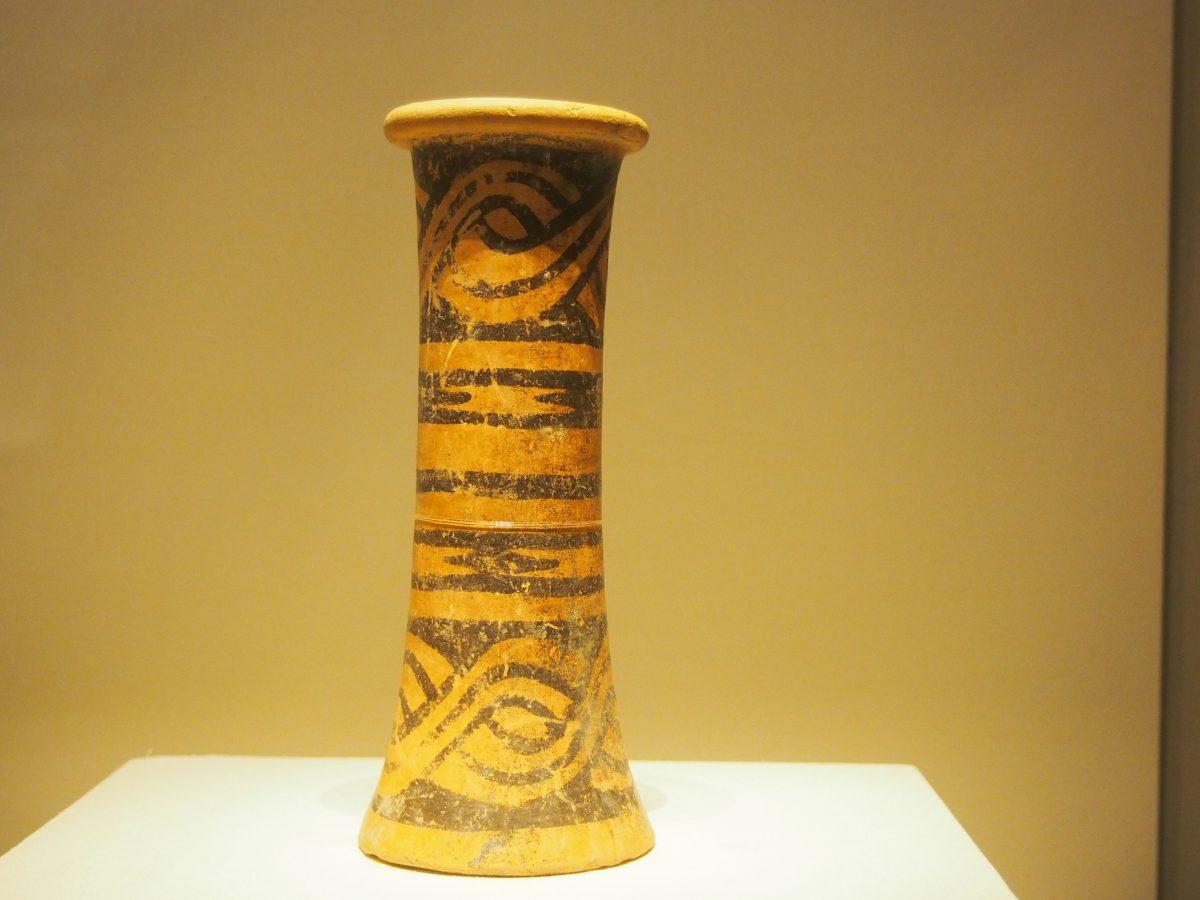 筒形彩陶器