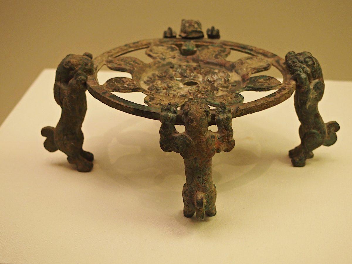 战国早期·虎足青铜器座