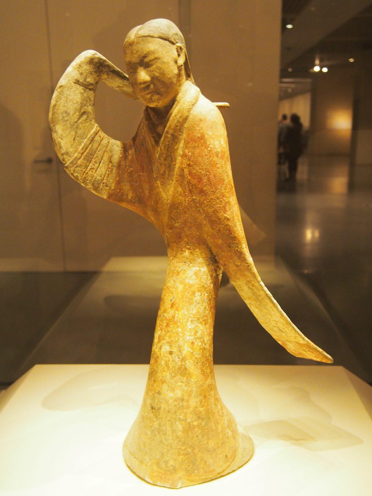 西汉陶舞俑