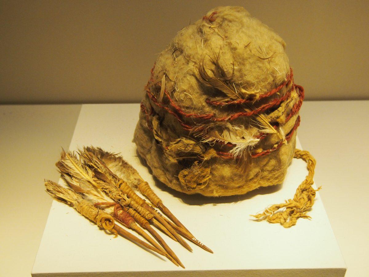 西汉罗布泊楼兰遗址出土的毡帽