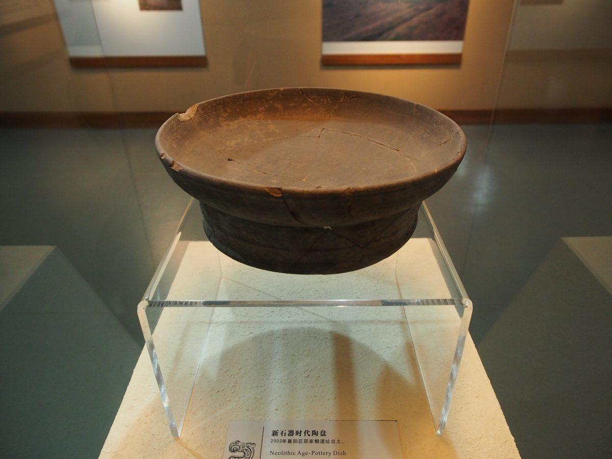 新石器陶盘