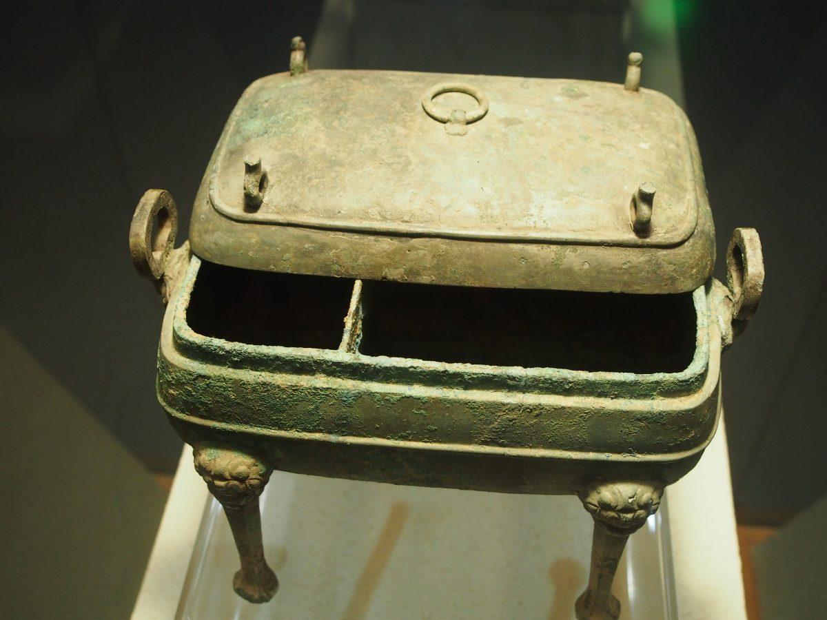 战国晚期四足方铜鼎