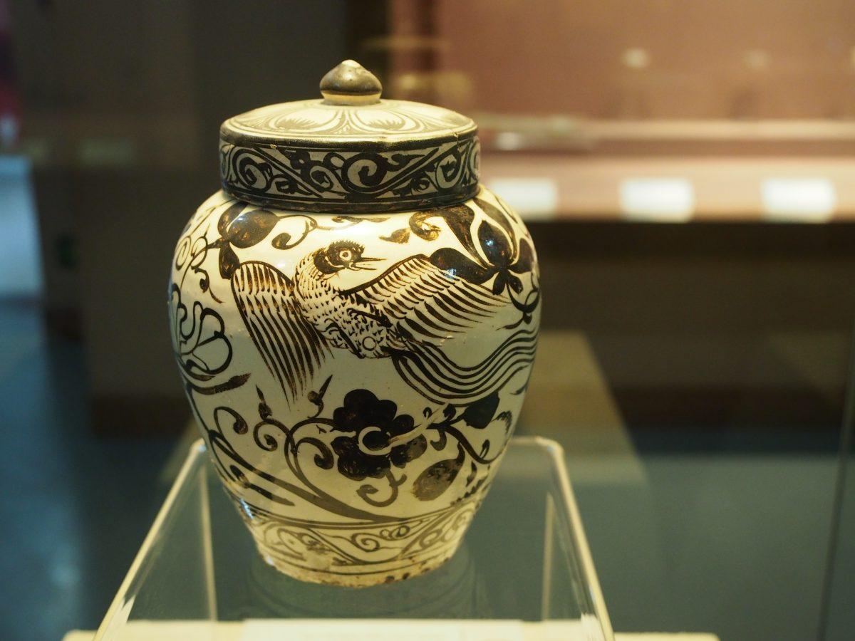 明磁州窑白釉黑花瓷罐