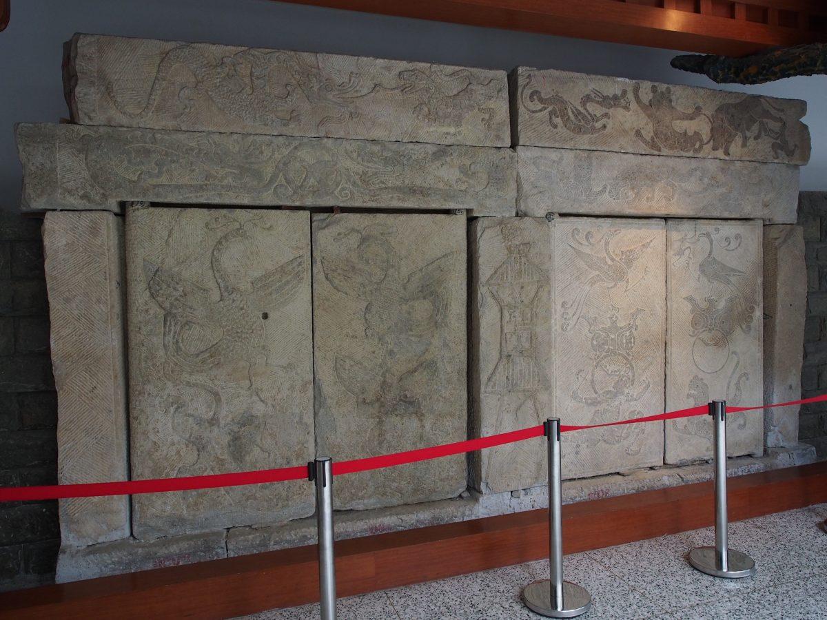 东汉,方城东关墓道门画像石