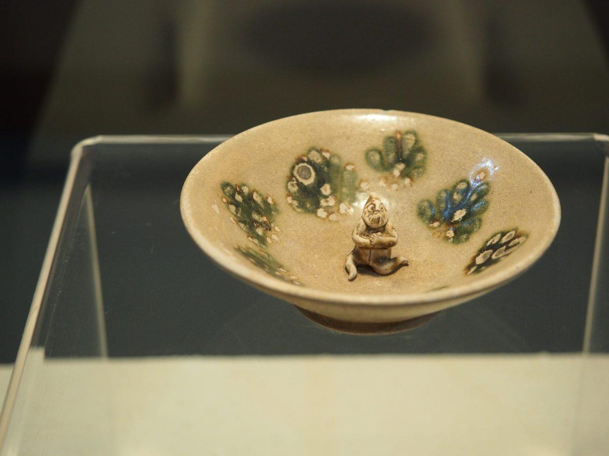 唐釉下褐绿彩瓷碗