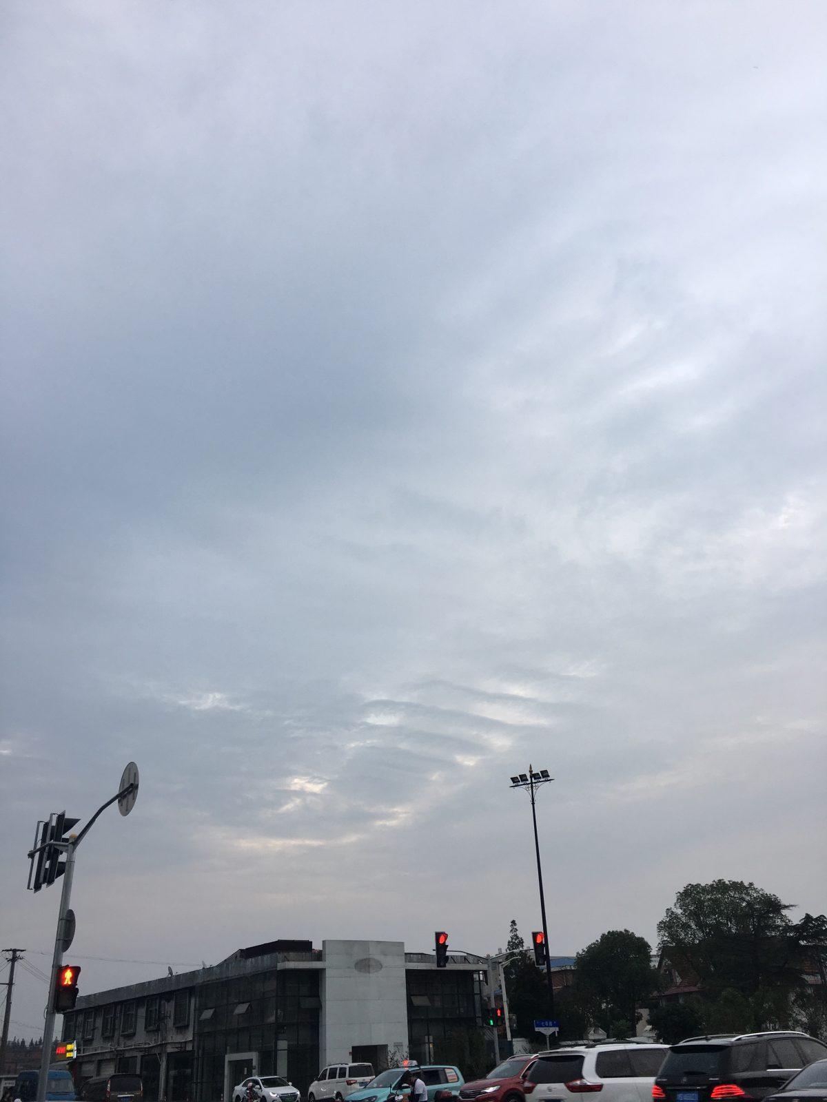 天空肋排状的阴云