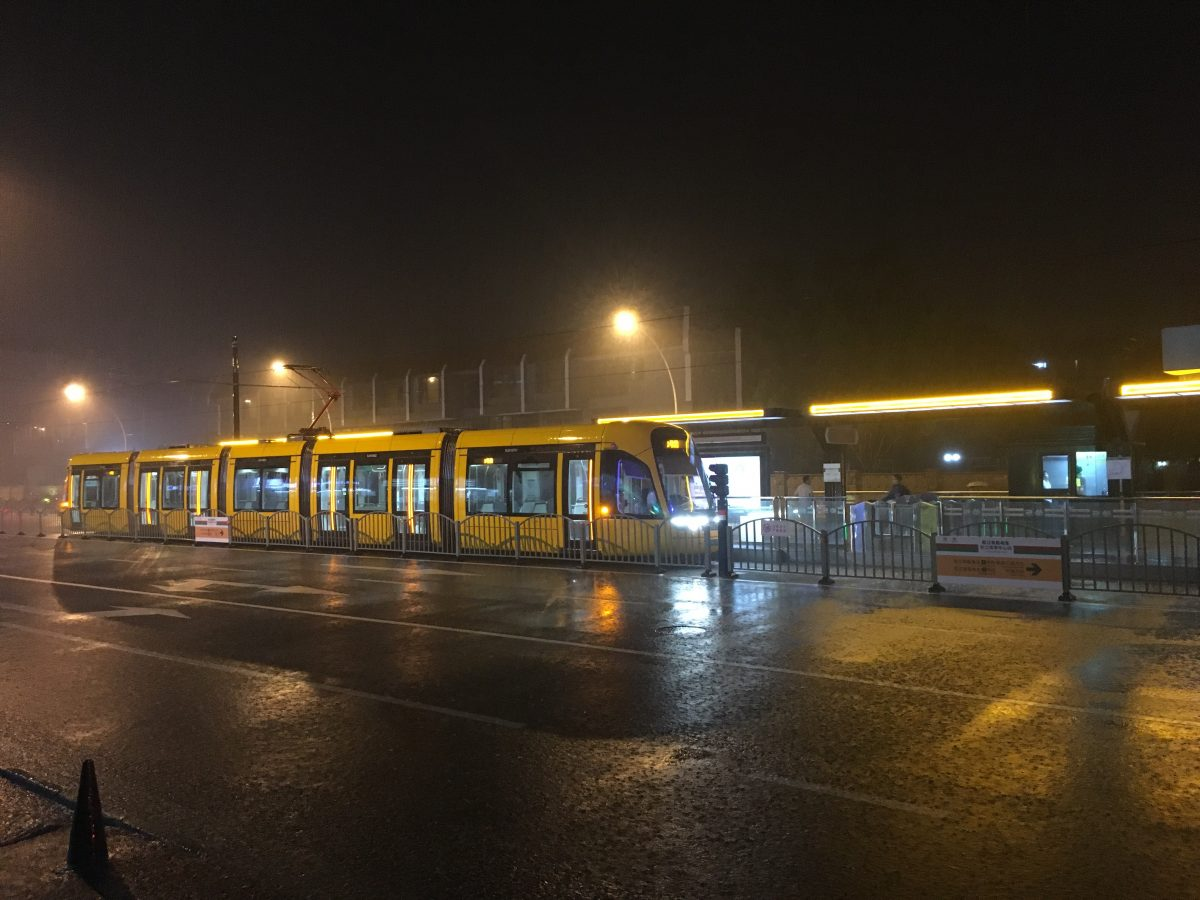 公交·雷暴雨的夜晚